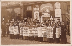 Members of the National Union of Women Teachers (NUWT) campaigning in Lowestoft, 1914 (UWT/G/2/41)
