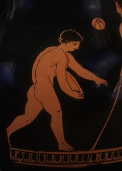 Boy playing discus. Pottery from Attica (5th c. B.C.) - © The Trustees of the British Museum